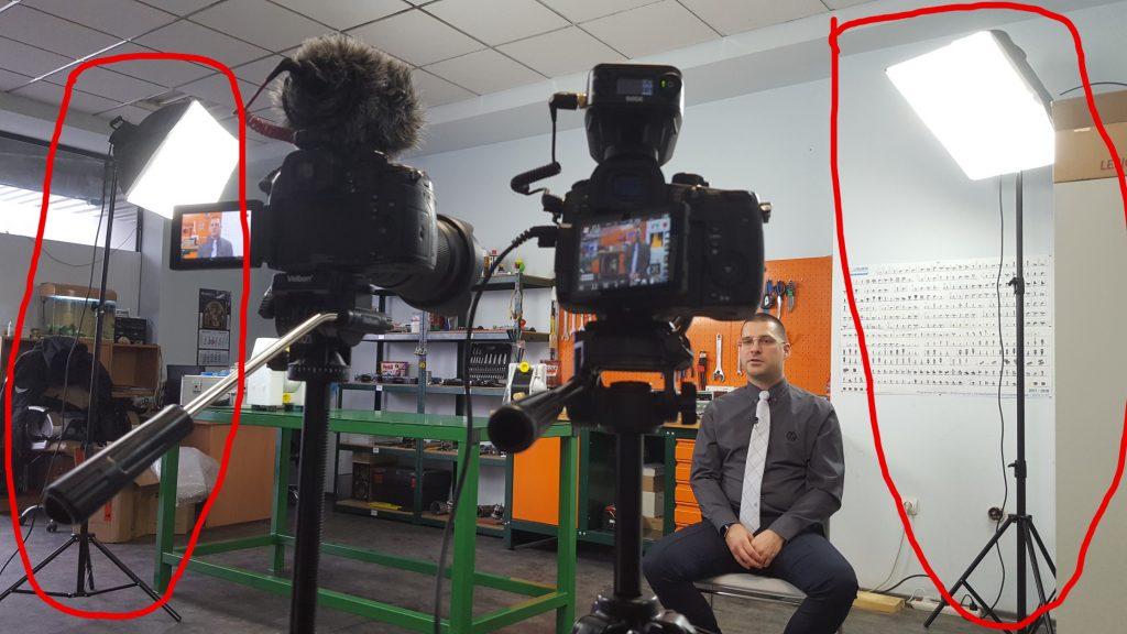 Използвам два софтбокса по време на снимките на интервю